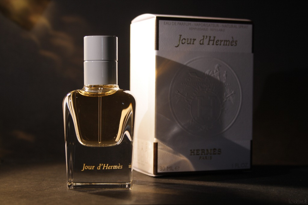 review herm s jour d herm s eau de parfum lu zieht an. Black Bedroom Furniture Sets. Home Design Ideas