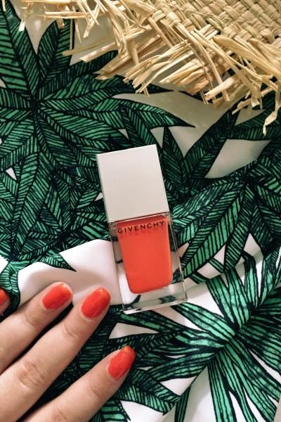• Nails | Subtle Color French •