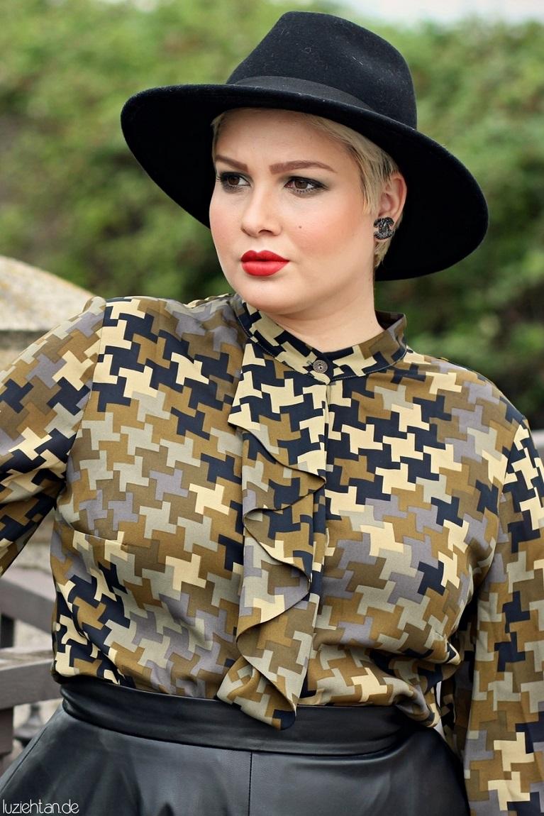 • Lookbook   Anna Scholz for sheego x Lu zieht an   Olive Houndstooth •