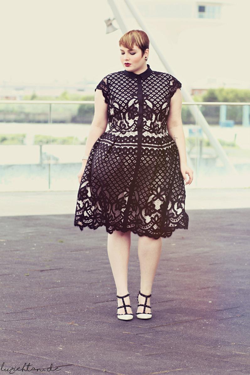 Black White Lace Lu Zieht An