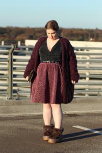 Obviously there's something in my cleavage. (Boots again!) | Offensichtlich ist da was in meinem Ausschnitt. (Und die Stiefel wieder!)